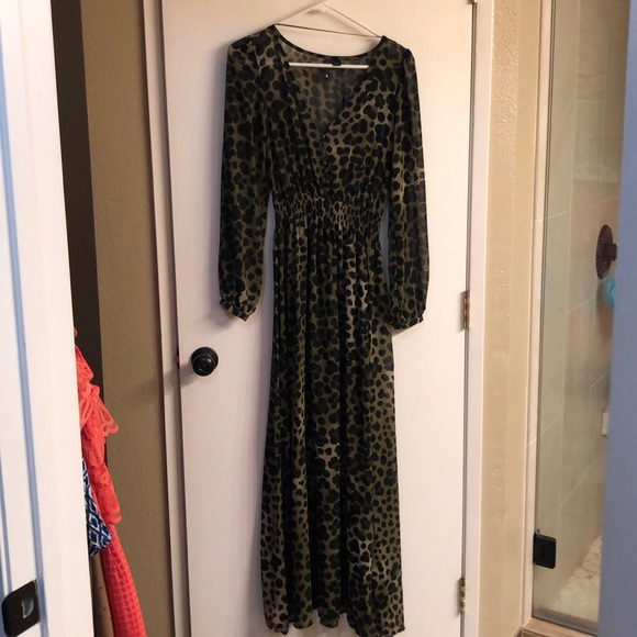 H&M Dresses & Skirts - H&M OLIVE GREEN/BLK LEOPARD MAXI DRESS